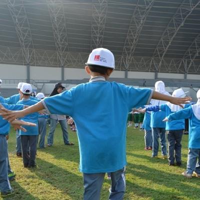 Sekolah Inklusif Berkarakter dan Berbasis Nilai Islam Senam 3000 Anak KAA